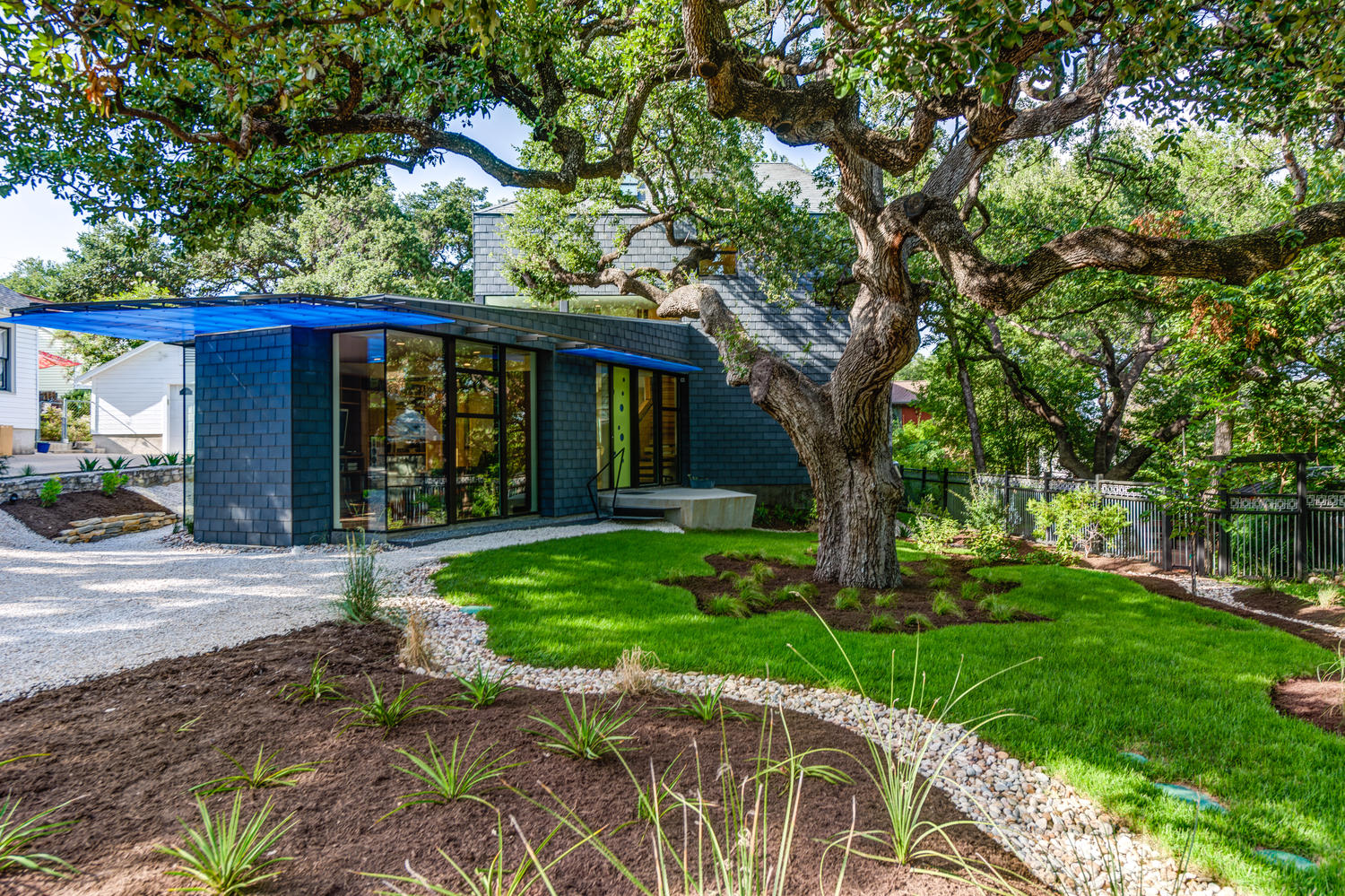 A love affair with austin modern homes for Contemporary homes austin