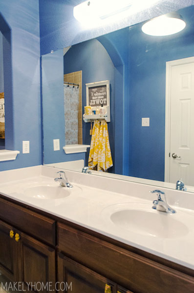 Good Kids u Bathroom Mirror Makeover via MakelyHome