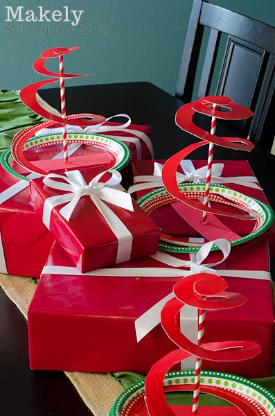 Easy Kids Christmas Craft - Paper Plate Christmas Trees via MakelyHome.com