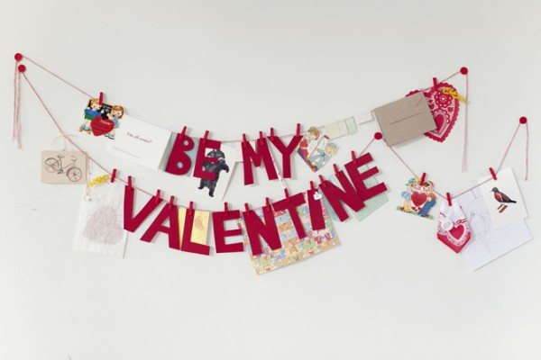 14 Lovely Valentine Garlands via MakelyHome.com