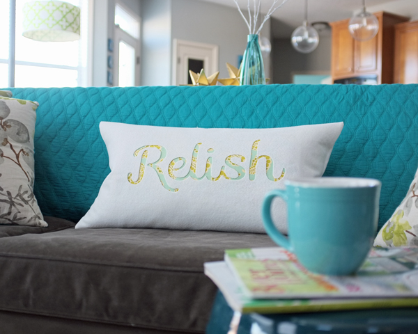 How to make an easy typography pillow | by Teal & Lime for makelyhome.com