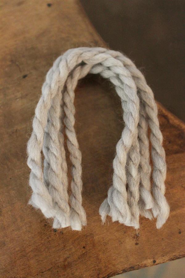 diy-yarn-tassels