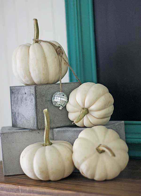 4 Ways to Decorate for Fall for the Reluctant Seasonal Decorator - image via Shabby Creek Cottage
