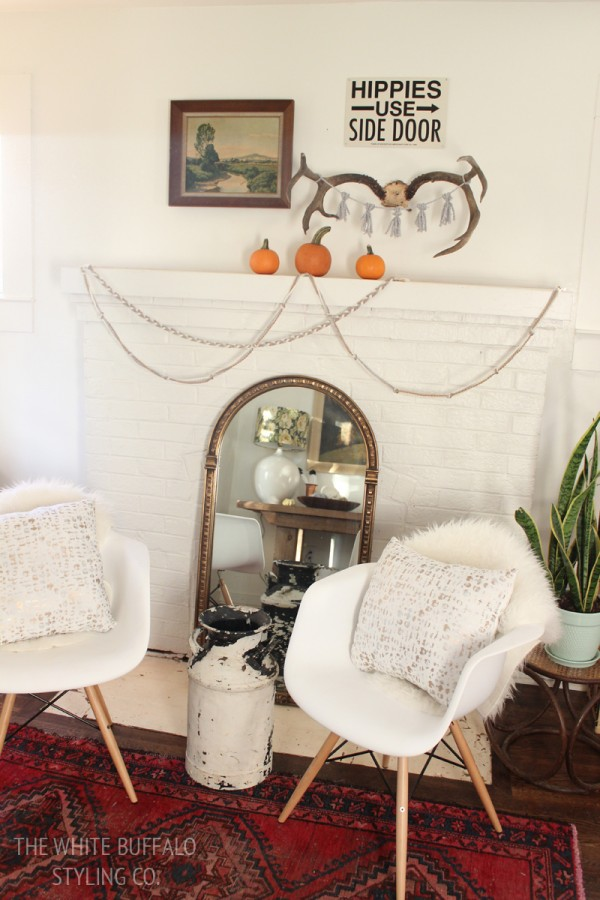 4 Ways to Decorate for Fall for the Reluctant Seasonal Decorator - image via The White Buffalo Styling Co.